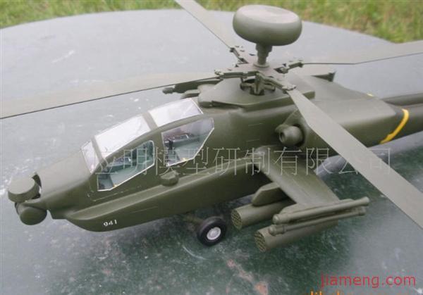 """【名称由来】 AH-56 """"夏安""""计划被取消以后美国陆军获准展开 AH-56 的替代计划,这项计划就是所谓的""""先进攻击直升机""""。 """"先进攻击直升机""""计划目的是要提供陆军一种全天候全能型攻击直升机,并可用来对付敌人的装甲与其他强化过的目标。陆军挑选两家主要的国防承包公司参与这项计划,一是贝尔直升机公司的 YAH-63,另一个是休斯公司的YAH-64 。75年9月和11月,由休斯公司研制的两架YAH-64试飞原型机分别进行了首次试飞,与"""